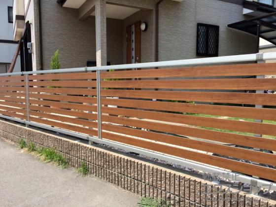 YKKAP ルシアスフェンス04型 木目調の横ラインが美しい目隠しフェンス 完全目隠し