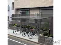 YKKAPサイクルポート。フェンスや塀と色味がマッチしています。