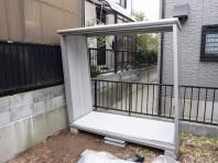 4−1 屋根パネルを乗せます。この状態で斜めになっていますが、正解とのこと・・・