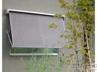 小窓用は角度を調整することができます。