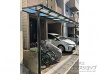 テラス屋根で玄関前スペースとガレージをより便利に。