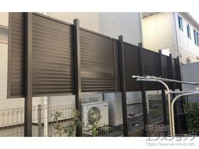 のフェンス・柵 プレスタフェンス8型 横ルーバー アルミ多段柱使用 施工例